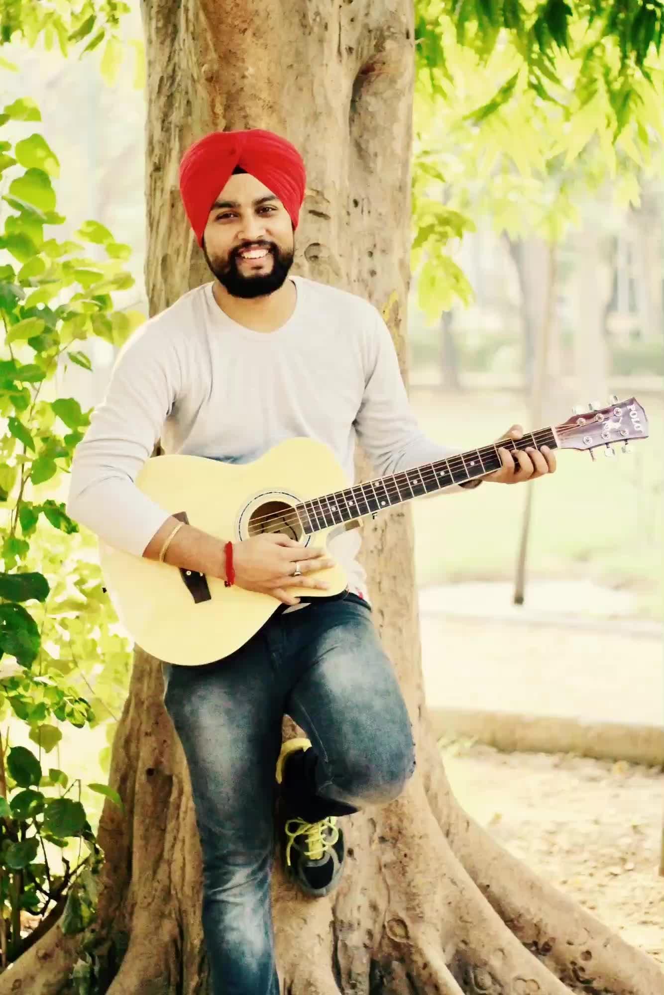 The #Guitar used in the picture is for photography purpose only. I don't know how to play guitar.  #portraitphotography #guitarist #roposo #talenthunt #sikh #beard #parkshoot #followme #newdp #roposotalenthunt #roposostar #roposolove #voteforme #delhiite #youtuber #mrfunjabi
