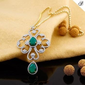 "Shamrock shaped diamond pendant with ""Gem of Good Luck"" Emerald. shop online: sunnydiamonds.com #diamondpendant #pendant #diamondjewellery #beauty"