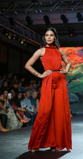 My review and show photographs of Riddhi Siddhi @mapxencars at @ibfw2017 :: www.explosivefashion.in/runway-report/riddhi-siddhi-mapxencars-india-beach-fashion-week-2017.html #fashionweek #fashionblogger