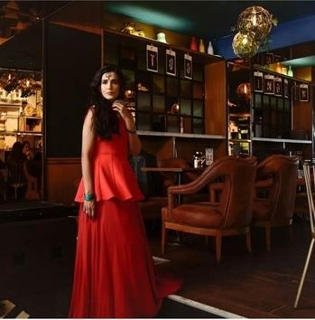 Red the Color of Love Mode n Look on Indian Lehenga  #indianlehenga #lehenga #indianbride #indianbridalwear #redlehenga #lehengastyling #weddinglook #silkdupatta #peplumtop #peplumstyle #skirt