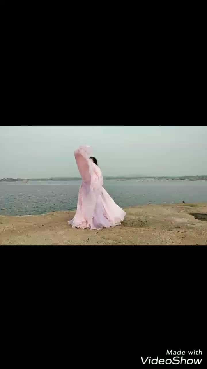 As flowy as it could get🌊🌊🌊🌊  #designer #roposodesignerhunt #ballgown #roposogown #pinkgown #designerdiaries  #pinkdress #promdress #hautecouture #couture  #roposotalenthunt  #Roposo TalentHunt #soroposo #pink #denim #denim-love #streetwear #fashionfables #pinkshoes #ropo-love #soroposoblog #blogger #fbloggersindia