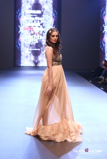 Restrained to black- white- gold and a play of sheer and solid, he kept it light, sexy and globally relevant. Review of @rockystarworld at Delhi Times Lifestyle Week: www.explosivefashion.in/runway-report/rocky-s-delhi-times-lifestyle-week-7.html  #dtlw #fashion #fashionweek