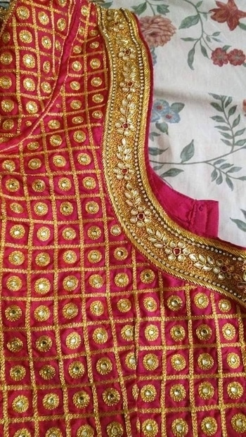 #Indianwedding #custommakeblouse #anycolor #Rawsilk #machinework #handwork #designer #bridalwear #heavyblouse #onlinestore #gravityfashion