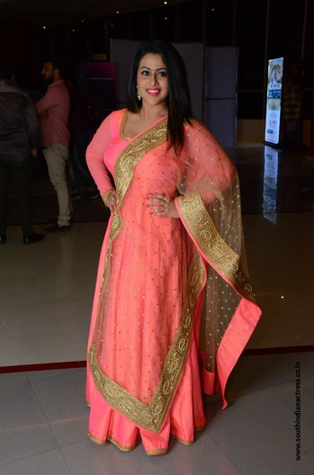 Diana Champika attended the audio launch event of Indrasena wearing a peach floor length anarkali suit. She finished off her look with a pair of chand bali earrings and straight hair! http://www.southindianactress.co.in/featured/diana-champika-indrasena-audio-launch/ #dianachampika #southindianactress #teluguactress #tollywood #tollywoodactress #indianactress #actress #anarkalidress #anarklifloorlength #peach #peachlove #fashion #style #traditional #indianstyle #indianfashion