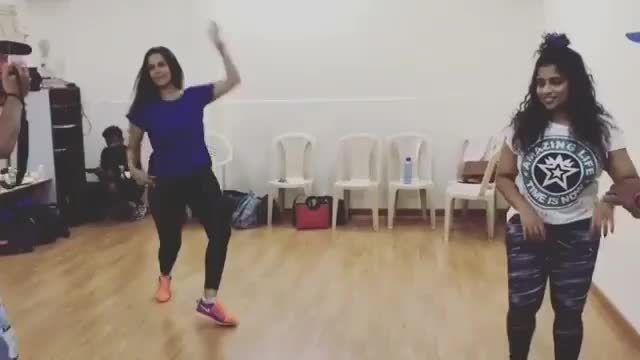 Have you seen this BTS moment? Dance rehersal video from the movie #TumhariSulu #VidyaBalan #NehaDhupia #Malishka Credits: @bollywoodhalchal