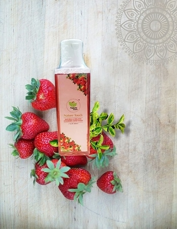 Nature Touch Presents NATURAL & ORGANIC STRABERRY HAND WASH  #cosmetics #beautyproducts #facewash #bodylotion #roposo-styles #makeupforever #skincare #everydaycarry  *Price Rs. 489 *Link https://www.amazon.in/dp/B075FLZYCH