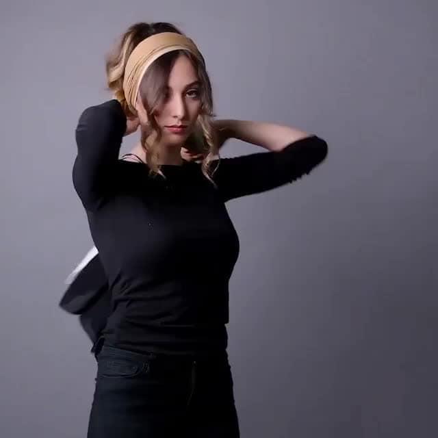 Stylish ways to wear scarves via @blossom