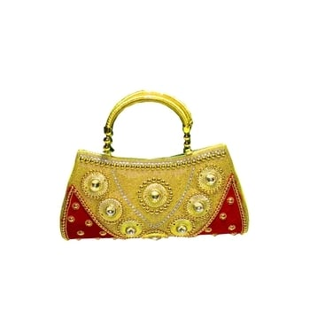 Trendy Evening Bags  SHOP NOW : http://bit.ly/2jMaUZY  #weekend #loveyourself #sundayfunday #weekendvibes #partystarter #saturdaynights #bindaas #blogger #styles #roposo-style #newdp #ropo-love #roposo #beauty #love #followme #fashion #fashionblogger #photography #shootday #soroposo #mood #talenthai #roposotalenthunt #bag #clutch #trendyclutch #trendybag #fleaffair