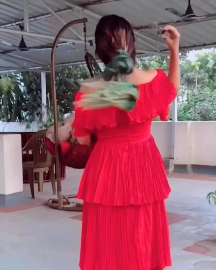 Hairlove✅ . Hey #fam this is for you✌🏻 #OnRequest✔️ #Instagram Id: AmajesticMind  . @lakmesalon @lakmeindia #fashionblogger #roposo #soroposo #instagrammer #amajesticmind #beatyblogger #reddress #curlyhair #greenhair #ytcreatorsindia #bloggerimage #kolkatayoutuber #styleblogger ##popxoblognetwork #popxo #plixxobypopxo #plixxoblogger #kolkatablogger #kolkatagram #likesforlikes #followforfollow #likes #goals #longhair #hair #rapunzel #delhiblogger #mumbaiblogger #blogging #stylist #beautylover