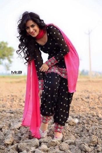Pink And Black Patiala Suit Set. INR 1500/- Readymade. ***Free Shipping***To order WhatsApp: 9061852326  #patiyala-suit #patialasuit #patialasalwar #salwarkameez #roposo #fashion #ethnicwear #suitset #womenswear #pink #black #style #thetrunk #readymade