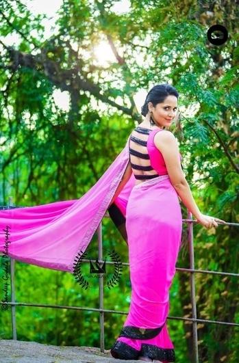 Anasuya Bharadwaj in pink saree designed by Vaasavi #anasuyabharadwaj #southindianactress #teluguactress #tollywoodactress #tollywood #indianactress #actress #actressinsaree #actressfashion #pink #pinksaree #saree #sareeswag #vaassvi #indianfashion #indianstyle #fashion #style #modelphotography #modelphotoshoot