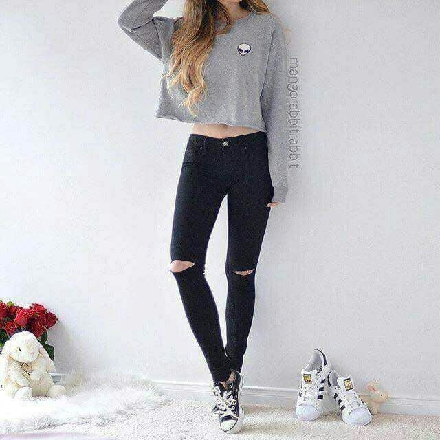 That is such a cute winter wear! 😍 It's just so perfect! #grey #black #jeans #winterwear #teenfashion #teenblogger  #followformore ❤