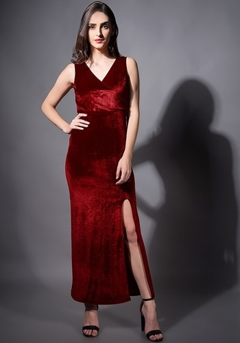 Add some extra glam to the party look!  SHOP THIS DRESS - https://goo.gl/mdQehm  Maroon Velvet Wrap Maxi Dress ₹2400  @fab_alley   #faballeylook #women-clothing #dress #roposo #Beauty #StreetStyle #street-wear-fashion #fashion-addict #party-edit #party #party-wear #streetfashion #maxi #maxidress