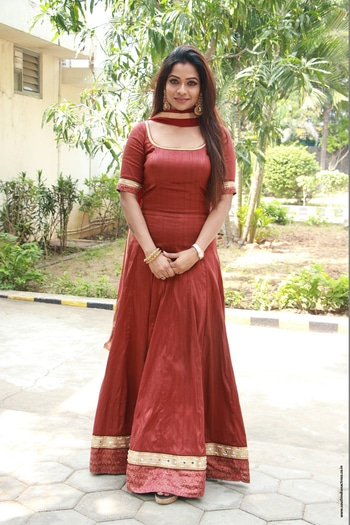 Leesha Eclairs stills at Eedili Tamil Movie pooja http://www.southindianactress.co.in/featured/leesha-eclairs-eedili-tamil-movie/ #leeshaeclairs #southindianactress #tamilactress #kollywoodactress #kollywood #indianactress #maroon #maroondress #actressfashion #actressstyle #actressdress #actress #fashion #indianstyle #indianfashion