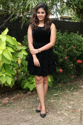 Anjali stills at Balloon movie trailer launch http://www.southindianactress.co.in/tamil-actress/anjali/anjali-stills-balloon-trailer-launch/ #anjali #actressanjali #southindianactress #tamilactress #teluguactress #tollywoodactress #indianactress #actress #actressfashion #actressstyle #actressdress #blackdress #black #shortskirt #shortdress #fashion #style #partywear