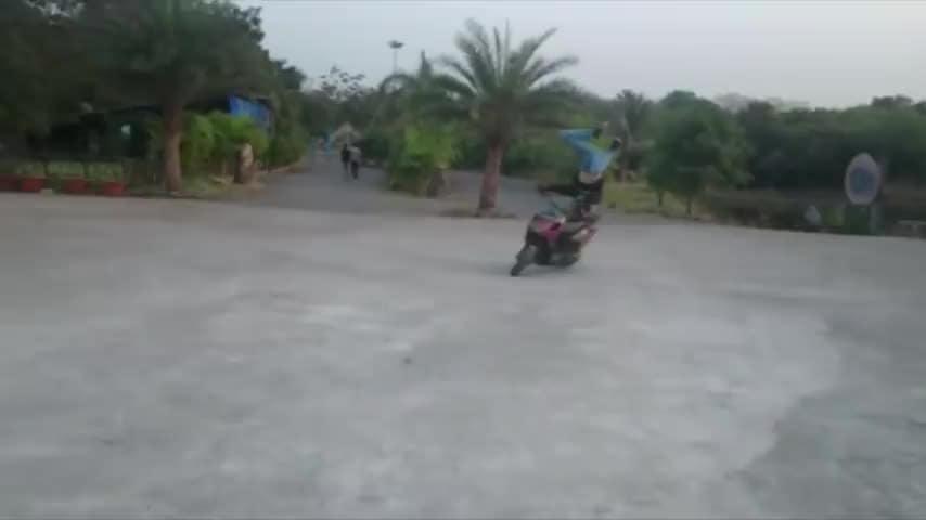Crazy Guy Reverse Bike Stunts | Extreme Headstand Bike Stunts | India Got Talent | Talentdunia|CREDIT- Talent Dunia