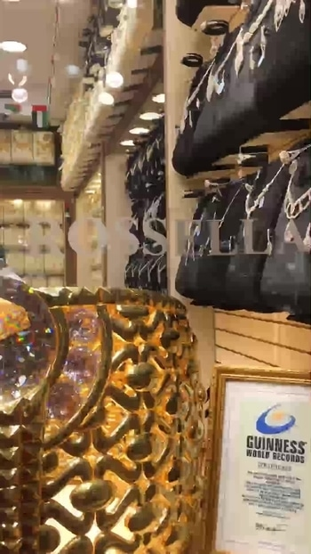 Dubai gold souk! Showcasing world's largest ring weighing 64 kg!! #wow #goldjewellery #gold #jewellery #guinessbookrecord