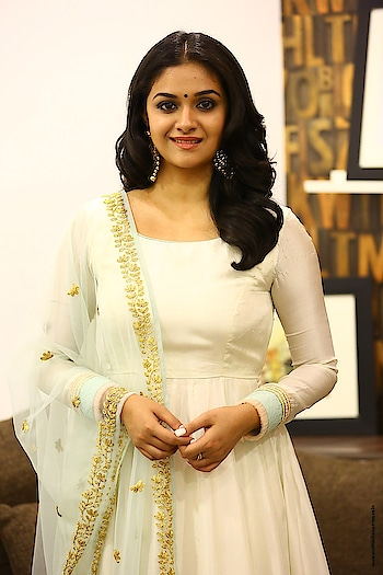 Keerthy Suresh stills at the promotion of Thaana Serndha Koottam movie wearing a white Vaishali Couture Anarkali & a pretty Taavare Clothing dupatta, finishing her look with jadao earrings from Amethyst http://www.southindianactress.co.in/malayalam-actress/keerthy-suresh/keerthy-suresh-thaana-serndha-koottam/  #keerthysuresh #southindianactress #teluguactress #malayalamactress #tollywood #indianactress #whitedress #anarkali #anarkalidress #anarkaligown #whitedress #whiteanarkali #indianmodel #indiangirl #actressfashion #actressstyle #actressdress #indianfashion #indianstyle #fashion #style