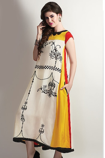 #samyakk #samyakkdesign  #samyakkclothing #worldwide #bespoke #fashionshow #fashionstyle  #kurtilove  #kurtilove