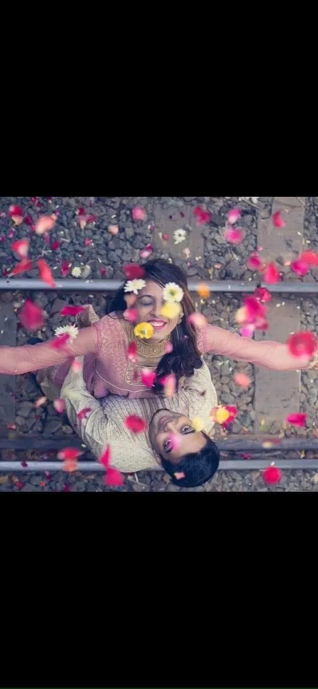 Simplistic yet romantic. A perfect pose for you pre-wedding shoot!   Picture credit @shutterspeedphotographyy   #weddingasia #exhibition #2018 #newdelhi #jaipur #bangkok  #couple #couplegoals #preweddingphoto #ideas #weddingphotography #capture #moment #love