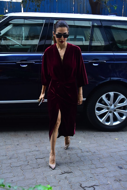 #malaikaarora looks too hot to handle in this twist velvet number by #lolabysumanb for a brunch! 🔥🙌  #DIPublicRelations