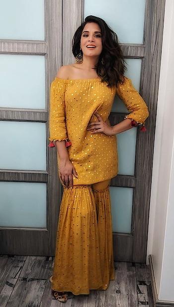 Making the #mondayblues vanish, the stunning #richachadha strikes a pose in this #monikanidhii attire!  . #DIPublicRelations