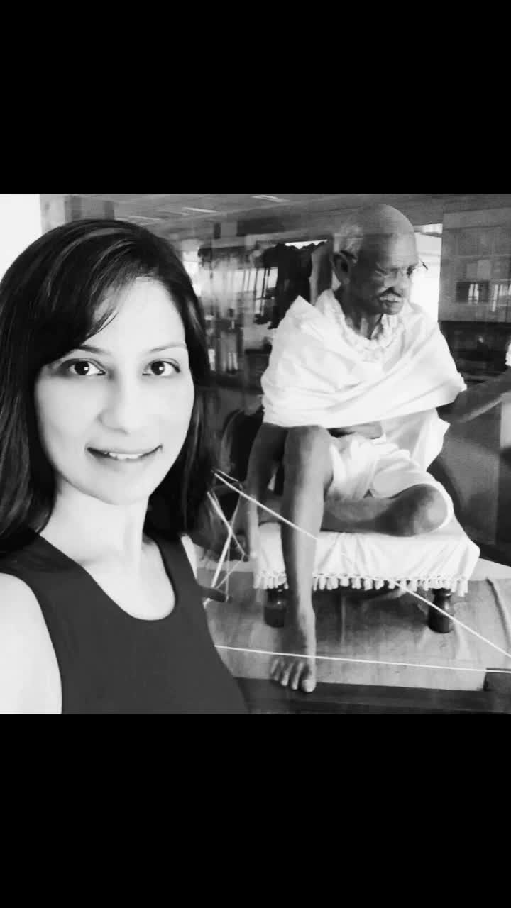"""As #MahatmaGandhi once said """"Fear is the enemy, we may think it's hate, but it's Fear."""" 10 years ago, I had to overcome my 'fear of cooking' . Tell me which fear did you overcome last? 🙏🏻🙏🏻🙏🏻 Love M. #ChefMeghna #MartyrsDay #NirvanDin #fear #Fearless #cooking #MeghnaKaSawaal"""