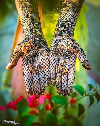 Gorgeous Mehndi ||CREDIT-thecheesecakeproject#TheCheesecakeProject #southasianweddings #weddings #indianweddings #hennadesign #mehndidesign #henna #mehndi #bridalportrait #realemotions #realimage