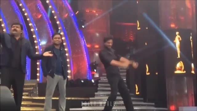 #tamil #filmistaan #vijay awards  #throwback #vijaytelevisionshowevent #tamil reality show #sharukhan #bollywoodactor #sharukhan dancing in vijay awards with tv anchor
