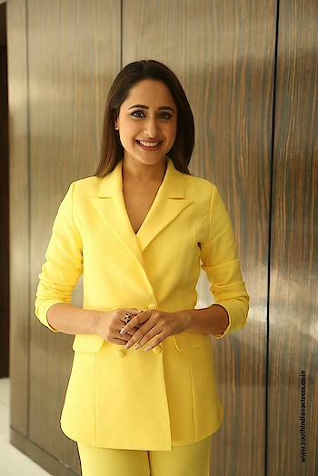 Pragya Jaiswal at edom Jarcar Offer Winners Announcement http://www.southindianactress.co.in/telugu-actress/pragya-jaiswal/pragya-jaiswal-edom-jarcar-winners-announcement/  #pragyajaiswal #southindianactress #teluguactress #tollywoodactress #indianactress #actress #yellow #yellowcoat #coat #fashionmodel #fashion #style