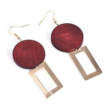 Red Wood Golden Drop Women Earring 😍😍💝💝 Buy: https://buff.ly/2G9axm9 #earrings #earringsswag #earringshop #earringsoftheday #earringsforsale #earringslover #earringsfashion #earringstuds #earringscrystal #earringspearl #ladiesearrings #womenearrings #fashioncrab