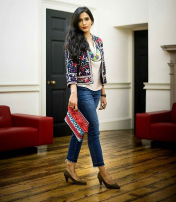 Outfit from #aashniandco Press evening. Loving this Statement jacket 👍 and of course Statement clutches always work. #aashniandco #event #aashiandcolondon  #jacketlove #jacketseason #fashionblogger #heels #clutchbag #clutch #clutchesforwomens #clutchlove #atalaclutch #half-jacket #printedjacket #designerbags #heels #heelslove