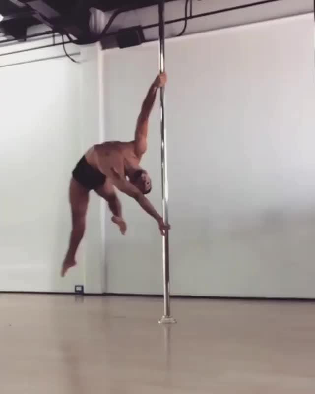 Dancer: @templodeafrodita⠀ Music by: @samsmithworld⠀  ⠀ #dance #dancer #dancelife #poledance #polefitness #lgbtq #samsmith
