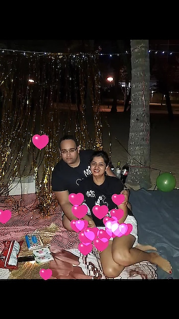 What a lovely evening it was✨✨✨ #latelost #loveisintheair #loveyouloads  #valentinedaycelebration #surpriseparty #loveyou #partytime #masti #fun #enjoy #facebehindthenails #designyournailsbyisha #beachparty #wholenightatbeach #coupletshirt #twinning #nightunderthestars 💗💗💗