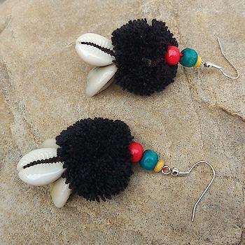 Handmade Black PomPom Earring 💕💕💕💕💕💕 Shop: https://buff.ly/2F88DW2 #earrings #earringsswag #earringshop #earringsoftheday #earringsforsale #earringslover #earringsfashion #handmadeearrings #blackpompom #blackearrings #holi2018 #holi #roposo