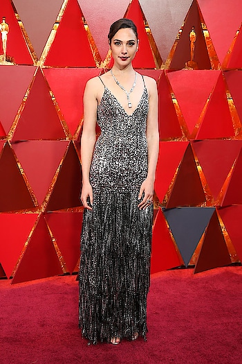 Gal Gadot in Givenchy at the #oscars2018 red carpet. #oscars2018
