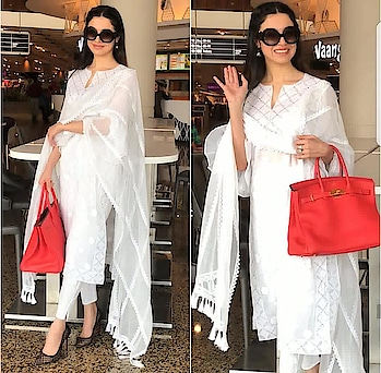 💜 STYLE ON MY MIND 💜 For celebrity fashion and styling trends , pl visit wwwstyleonmymind  #celebrityfashion #styletutorials #trend-alert #glam&style#fashiondiva#airportlook #chickensuits#whitesuit#casualstyle #roposo-style #roposo-makeupandfashiondiaries #roposofashionbloggernetwork #delhifashionblogger