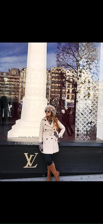 The famous LV is as much a symbol of Paris as the Eiffel Tower. A trip to the city wouldn't be complete without a stop in Louis Vuitton's flagship store on the famous Champs Elysees 😍😍😍 #mustvisit if u r fan of  #louisvuitton just like me 😍😍 : #paris #parischampselysees #louisvuitton #parisfrance #louisvuittonchampselysees #louisvuittonstore #lvstore #lv #lvlover #lvshades #luxurybrand #travelblogger #travelandleisure #luxurytraveler #luxurylifestyle #pariswithnehamalik #europetrip #europetripwithnehamalik #travel #nehamalik #model #actor #diva #blogger