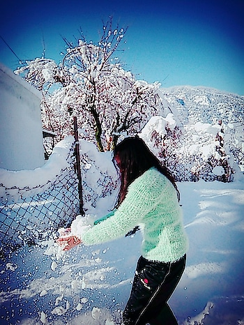 #lovesnow #lightgreencolour #lightgreen #snowflake #snowfall #snow #lovesnow #happieness #smilingface #smiley #love-life #lovelyweather #ropo-love #ropo-style