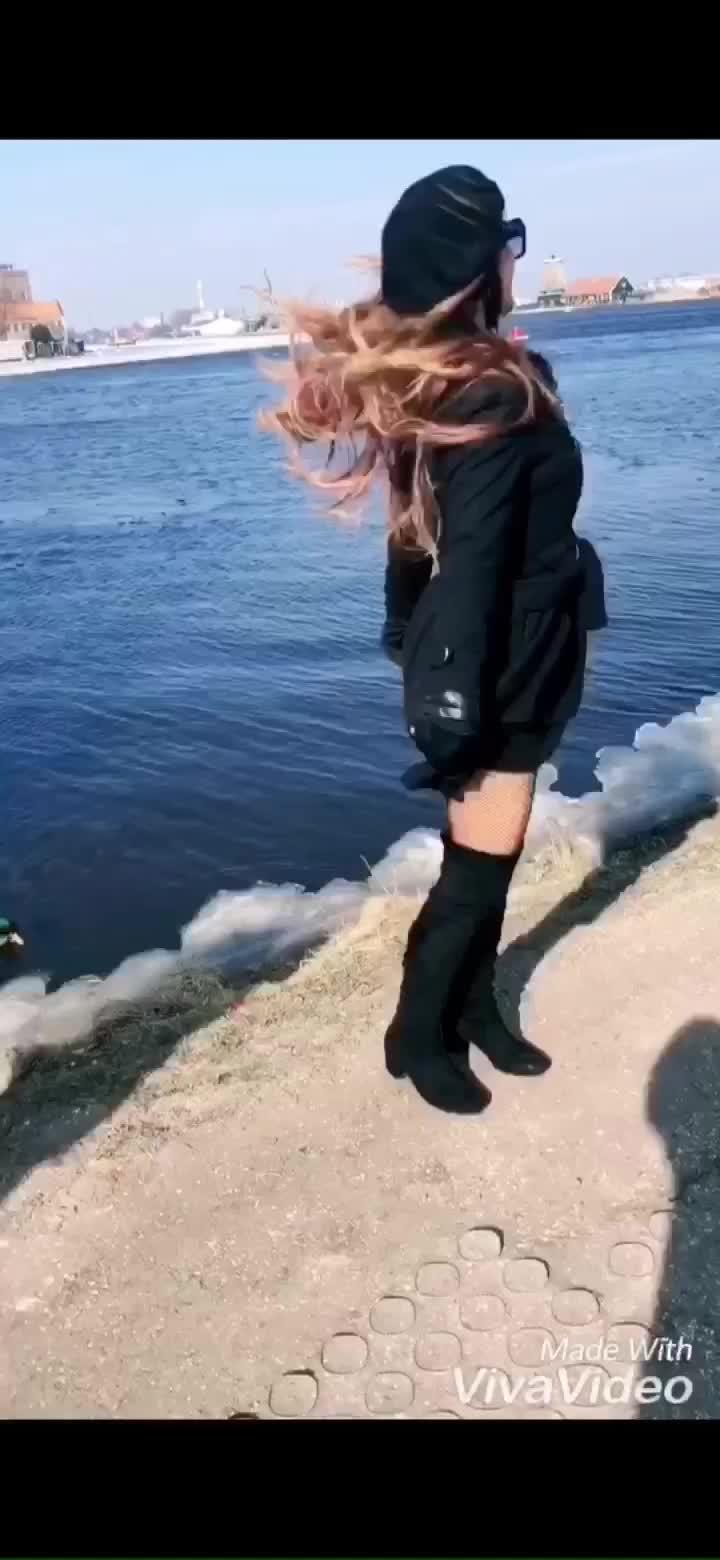 This song and This beautiful location 😍😍😍😍 #simplywow  : #amsterdam #windmillvillage #amsterdamcity #netherlands #windmill #windmillamsterdam #wind #water #naturebeauty #weekendvibes #happysaturday #europe #europetrip #fashionista #travelblogger #traveldiaries #laedooba #bollywoodsong #love #amsterdamwithnehamalik #europetripwithnehamalik #nehamalik #model #actor #diva #blogger