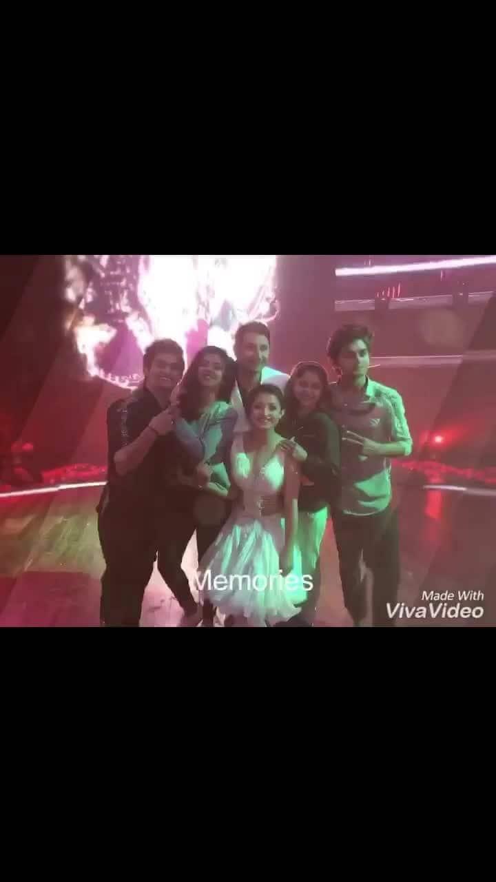 Just ❤️ @ruelhiphop @tusharshetty95  @kalpitak @sachinsharmadance @shweta_warrier_eoc @punyakar @rahulbarmandid6 @marzipestonji @khushu712 @tejas_bboyflash @akash_iamhiphop @williamalmeida09 #friendship #friends #firendshipgoals #kids #family #party #house #love #memories #2017 #newyears #whatanight #fun
