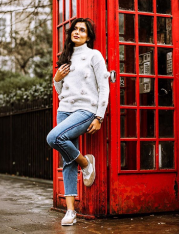 When your jumper is so cute, it becomes even more fun to style the whole look.  #ootd #Jumper #jumpers #winterfashion #winterjumper #greyjumper  #jeans #jeanslove #shoes #shoestyle #franchettibond #potd #ootd #ukblogger #fashionblogger #mintvelvet #jeans #hushhomewear #cropjeans #londonphotos #bloggeruk #indianinlondon #styleblogger #stylistlondon #londonstylist #fashionstylist #stylist #plixxo #plixxblogger #winterfashion #springfashion #springstyle