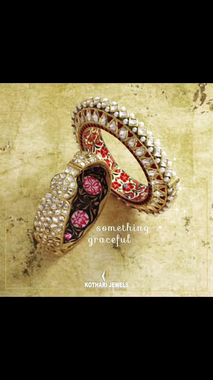 Shining polkis embeded in gold collets and delicate meenakari, a single bangle can make your attire and day look rich. . . . #bangles #jewellery #bridal-jewellery #bridaljewellery #loveforjewellery #jadaujewellery #jewellerycollection