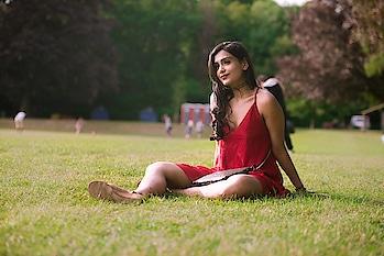A throwback to Bohemian Summer Look #FestivalLook  #red #reddress #western-dress #dress #summerdress #lacedetailing #lacedress #makeup #eyemakeup #eyemakeuplook #glittereyes #glitter #slingbag #blackbag #glitterbag #glitters #necktattoo #tattoo #tattoolove #festivallook #festivalmakeup