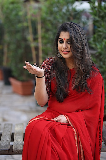 Malayalam actress Meera Nandan in red saree photoshoot stills by Vineeth Nair Photography http://www.southindianactress.co.in/featured/meera-nandan-red-saree-photoshoot/  #meeranandan #southindianactress #malayalamactress #southindiangirl #southindianmodel #indianmodel #indiangirl #indianmodel #actressinsaree #girlinsaree #redsaree #saree #sareelove #red #indianfashion #indianstyle #indiandress #fashion #style #modelphotography #modelphotoshoot #photography
