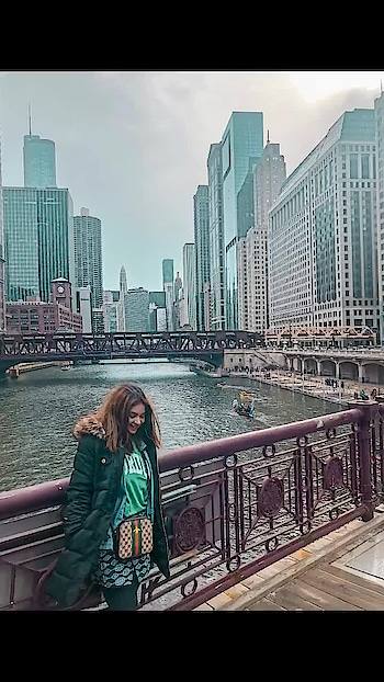 A montage of my latest trip to #chicago. Its one of the best cities to celebrate St Patrick's day, and so I had to go!!!! Let me know in comments if you have a question. #travel #travelling #travelblogger #lachicavacilando