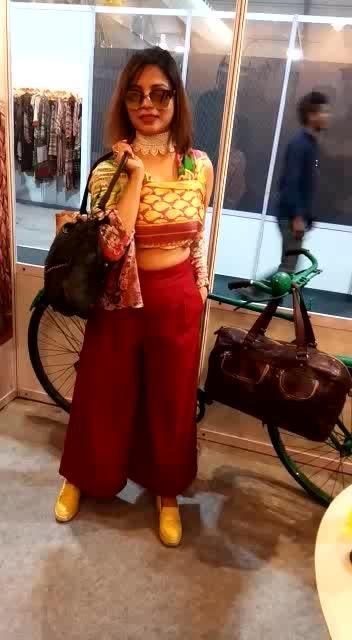 the @kompaneroofficial at #aifwaw18. I am diehard fan of their hangbags  #indiafashionblogger #shiwangishrivastava #fashiontwistturns #thefdci #aifwaw #