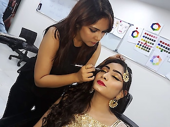 #bridal-makeup #makeupartistindia #makeupartistsworldwide #lovemywork #makeup #cosmetic #lipstick #mac #makeuplovr #cutcreaseeyemakeup #modernbride #makeuptrainer