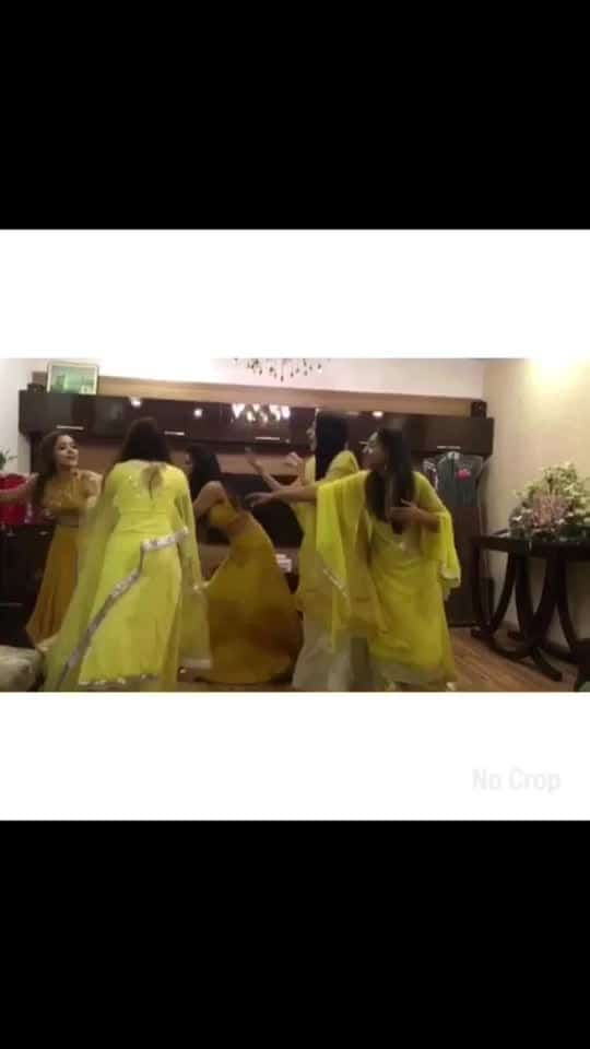 Yellow squad 💛  #girlies #mygirls #girlssquad #butfirstaselfie #pictureframes  #shaadiwaalaghar #boomerranggang #mehandi #haldi💛 #yellow #bhenkishaadi #shaadi #makeupwhenyouwakeup #weddings #wedmegood #follow4follow #like4like