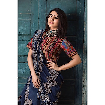 Samantha Akkineni in a beautiful hand embroidered blouse paired with an #ajrakh print sari from Kamala, Chennai - the crafts shop of Crafts Council of India. #samantharuthprabhu #samanthaakkineni #southindianactress #teluguactress #tamilactress #tollywood #kollywood #tollywoodactress #indianactress #indaingirl #indianmodel #indianfashion #indianstyle #indiandress #saree #indiansaree #handloom #printsaree #embroiderylove #embroidredblouse #embroidery #fashion #style #filmistaan #bindaas #traditional #traditionalstyle